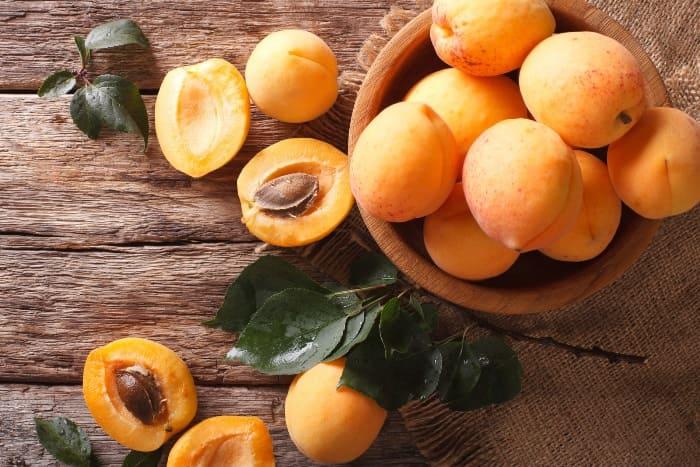 Восполнить дефицит витамина А и калия во время беременности помогут абрикосы